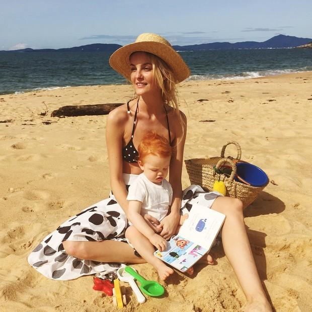 Carol Trentini e o pequeno Bento em Santa Catarina (Foto: Reprodução/Instagram)