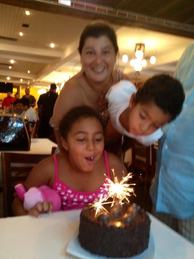 Zeca comemorou os 9 anos da sua fiha Maria Eduarda com almoço no Porcão (Foto: Divulgação)