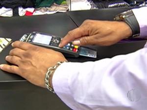 Cartões de crédito facilita vendas em estabelecimentos comerciais (Foto: Reprodução/TV Diário)
