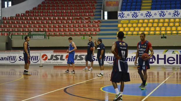Treino Mogi Basquete 19.11 (Foto: Rodrigo Mariano)