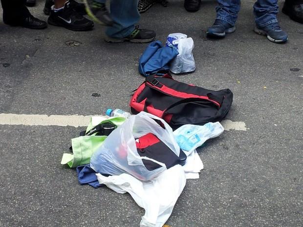 Mochila suspeita encontrada na Lapa tinha apenas roupas (Foto: Alba Valéria Mendonça/G1)