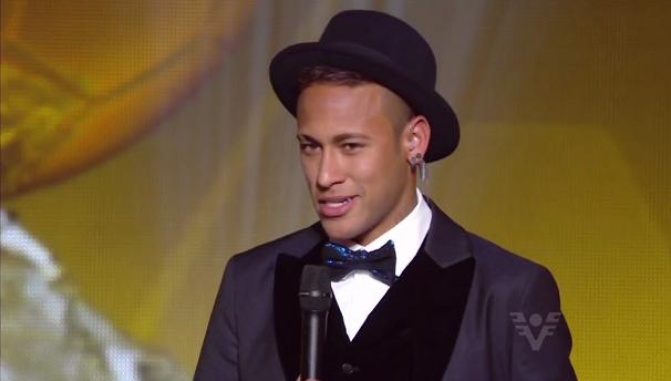 Pela 1ª vez Neymar foi um dos três finalistas do Bola de Ouro (Foto: Reprodução/TV Tribuna)