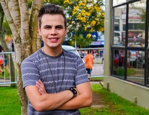 Quem também acha o topete do Danilo Dyba parecido com o do Luan Santana? (Foto: Priscilla Fiedler/RPC)