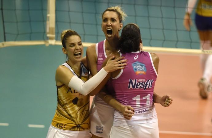 Thaísa fez bom terceiro set no segundo jogo das semifinais entre Rio de Janeiro e Osasco pelas semifinais da Superliga Feminina de Vôlei (Foto: André Durão)