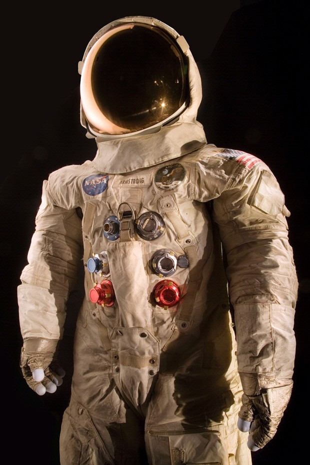 Traje de Neil Armstrong deve ser restaurado com financiamento colaborativo  (Foto: Eric Long/National Air and Space Museum, Smithsonian Institution via AP)
