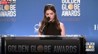 Anna Kendrick lê os indicados ao Golden Globe (Foto: Reprodução)