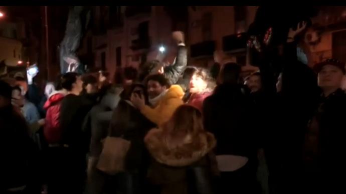 BLOG: Torcedores do Napoli fazem barulho durante a noite em frente a hotel do Real
