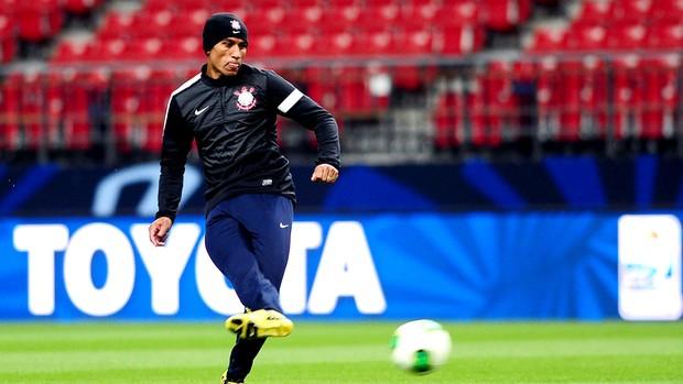 Paulinho no treino do Corinthians Mundial (Foto: Marcos Ribolli / Globoesporte.com)