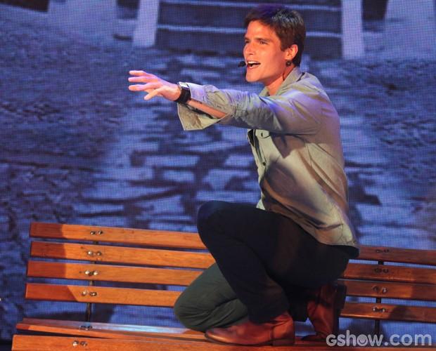 Jonatas Faro faz apresentação com música de Bruno e Marrone (Foto: Pedro Curi / TV Globo)
