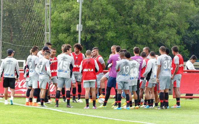 Atlético-PR treina no CT do Caju (Foto: Monique Silva)