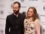 Natalie Portman exibe barrigão de seis meses de gravidez em premiação