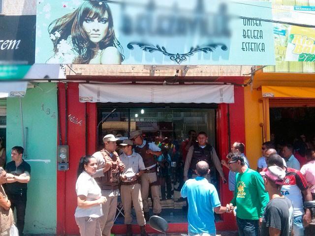 Crime aconteceu dentro de salão de beleza em Jequié (Foto: Uberlan Costa / Blog Marcos Frahm)