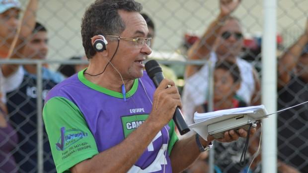 Iran Machado também é motorista de caminhão coletor de lixo (Foto: Felipe Martins/GLOBOESPORTE.COM)