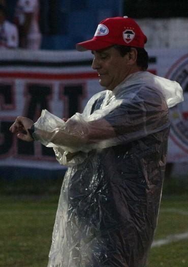 Eduardo Hungaro, técnico do River-PI  (Foto: Wenner Tito)