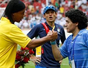 mil faces de maradona ronaldinho gaucho (Foto: agência AP)