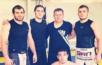 Curtinha: Pai de Khabib será córner de russo em luta contra brasileiro