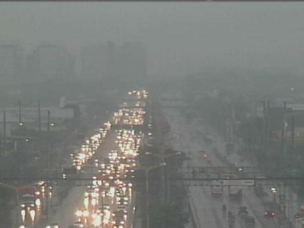 Por causa da chuva no início da manhã, o trânsito na BR-116 ficou congestionado. O posto pluviométrico da Messejana registrou chuva de 42.4 milímetros. Foi registrada precipitação também no Posto Água Fria 29 milímetros. (Foto: Reprodução/TV Verdes Mares)