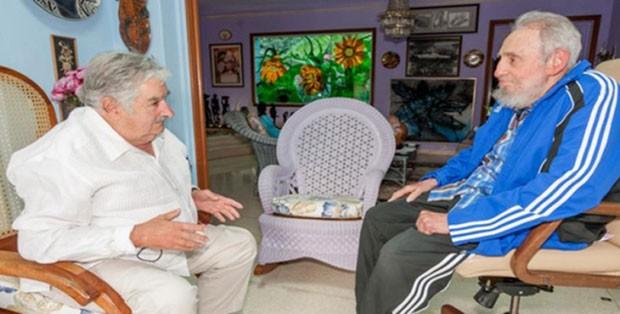 O líder cubano Fidel Castro compartilhou com o ex-presidente uruguaio, José Mujica, sua preocupação sobre o vírus zika, que se espalha pela América, durante um encontro celebrado em Havana (Foto: cubadebate.cu / AFP)