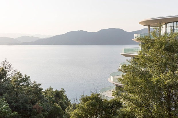 Sinuoso conjunto residencial na China dialoga com curvas da natureza (Foto: Divulgação)
