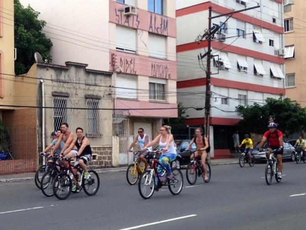 pedalada pelada porto alegre (Foto: Luiza Carneiro/G1)