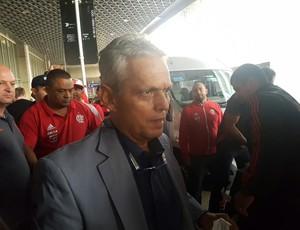 Reinaldo Rueda chega ao Rio de Janeiro