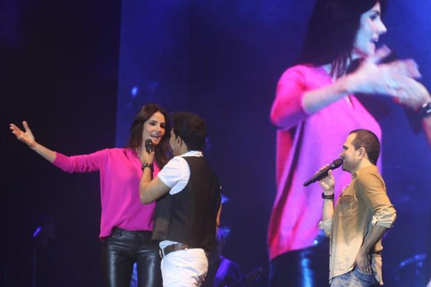 Lisandra Souto canta com Zezé Di Camargo e Luciano (Foto: Fred Pontes/Divulgação)
