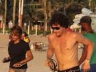 Felipe Dylon e Aparecida Petrowky treinam juntos na praia