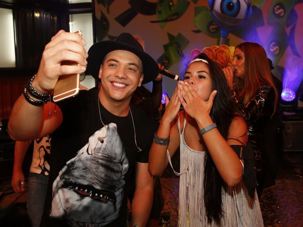 Wesley Safadão e Munik na final do 'Big Brother Brasil 16' (Foto: Marcos Serra Lima/ EGO)
