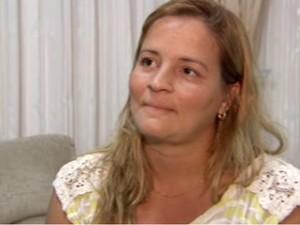Samantha Pereira de Jesus empresária da banda Charlie Brown Jr. durante entrevista (Foto: Reprodução/TV Tribuna)