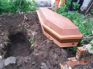 Corpo de adolescente espancado foi enterrado em Teresina (Foto: Ellyo Teixeira/G1)