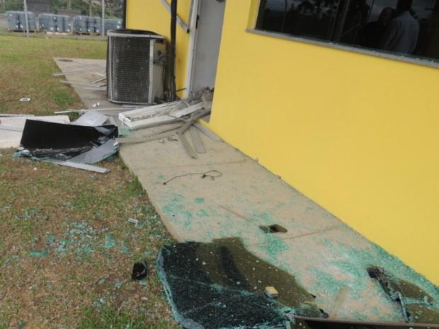 Criminosos detonaram duas bombas (Foto: Polícia Civil/Divulgação)