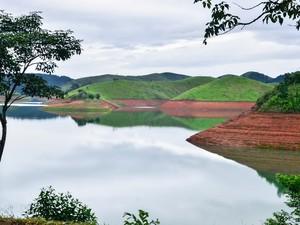 30/12/2015 - SP - CANTAREIRA/REPRESA - Represa do Jaguari, em Jacareí, interior de São Paulo, nesta quarta (30). Falta apenas 0,03% para o Sistema Cantareira sair do volume morto