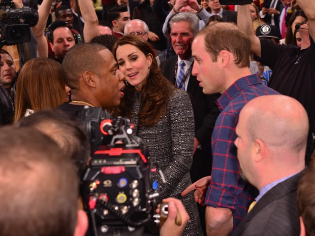 Príncipe William e Kate Middleton com Beyoncé e Jay-Z em jogo de basquete em Nova York, nos Estados Unidos (Foto: James Devaney/ Getty Images)
