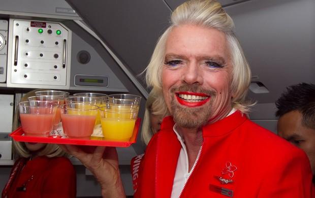 Richard Branson aposta Fórmula 1 aeromoça (Foto: AFP)