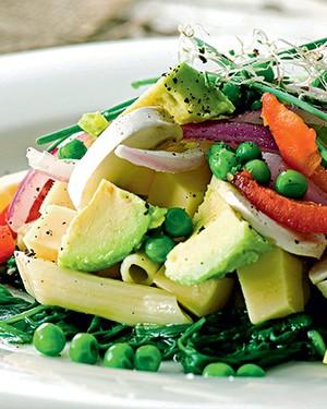 Salada de macarrão de verão (Foto: StoStockFood / Gallo Images Pty Ltd.)