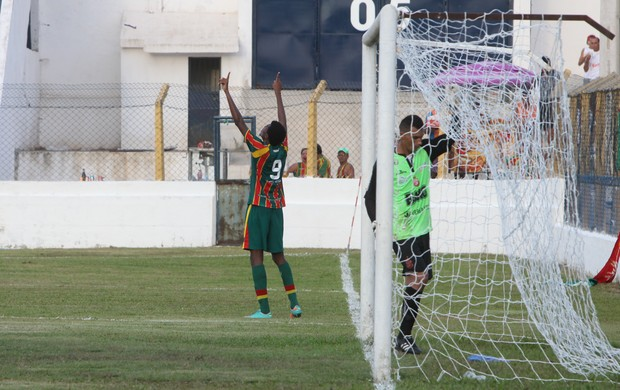 Codó comemora o segundo gol do Sampaio (Foto: Biaman Prado/O Estado)