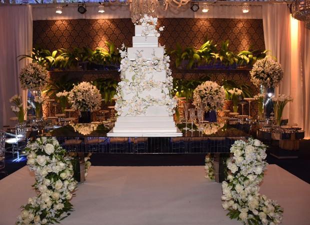 Mesa de bolo do casamento de Péricles e Lidiane (Foto: Felipe Souto Maior/AgNews)