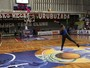 Ao social doa bolas e tabelas para fomentar basquete brasileiro