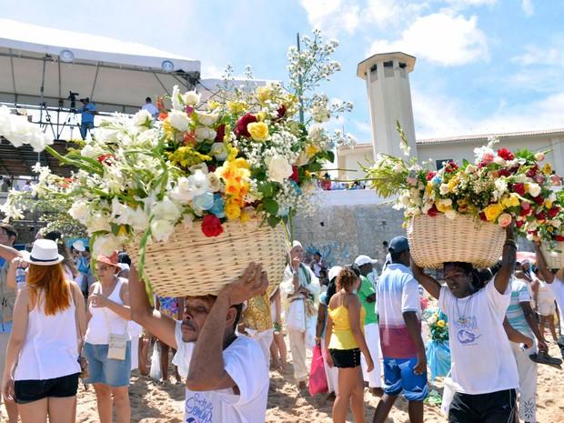 Balaios de flores da festa de Iemanjá, na Bahia.  (Foto: Elias Dantas/ Ag Haack)