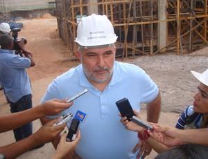 Joaquim Haickel se compromete à entregar o estádio até o final de 2012 (Foto: Zeca Soares)