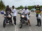 CPRv de SE realiza blitz educativa no Dia do Motociclista