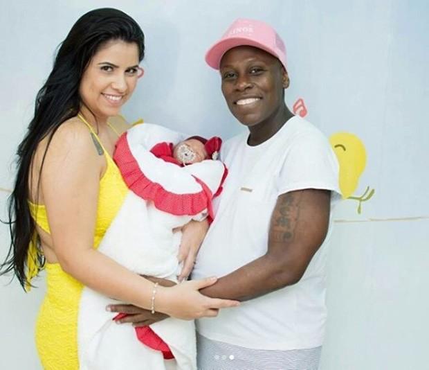 Neném e Thaís Baptista com a filha, Valentina (Foto: Reprodução/Instagram)