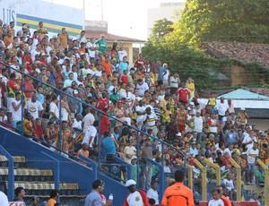 Torcida do Sampaio no Estádio Nhozinho Santos (Foto: Biaman Prado/O Estado)
