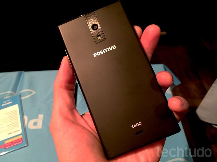 X400, um dos smartphones lançados pela Positivo (Foto: Fabrício Vitorino/TechTudo)
