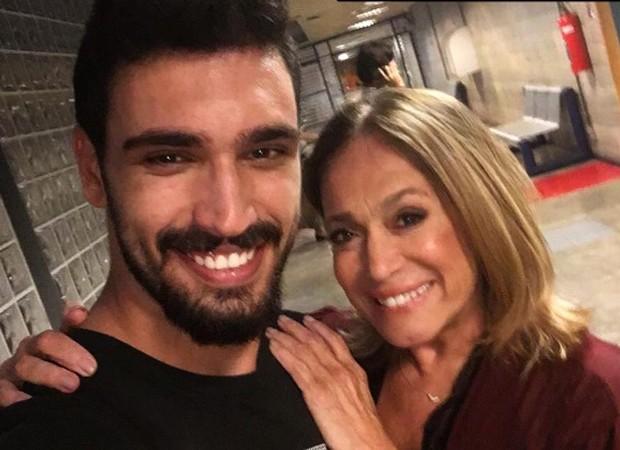 Eduardo Parlagreco e Susana Vieira nos bastidores de 'Os Dias Eram Assim' (Foto: Reprodução/Instagram)