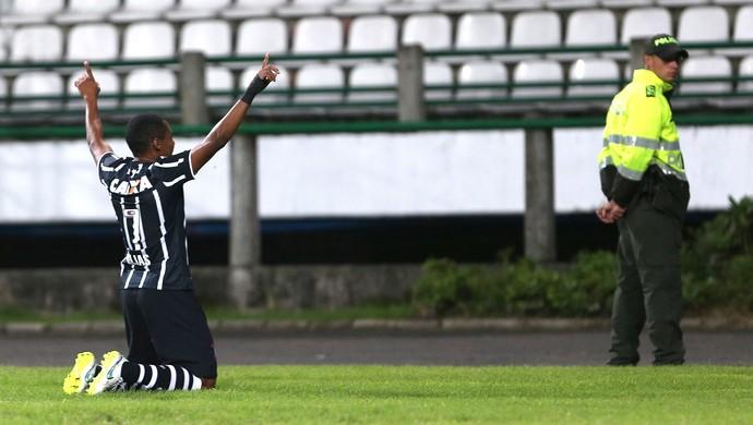 Elias comemora gol do Corinthians contra o Once Caldas (Foto: Agência AP )
