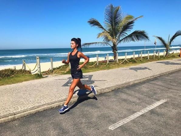 Anaju Dorigon correndo (Foto: Reprodução / Instagram)