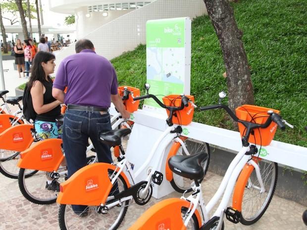 Bicicletas gratuitas podem ser retiradas nos postos (Foto: Divulgação / Prefeitura de Santos)