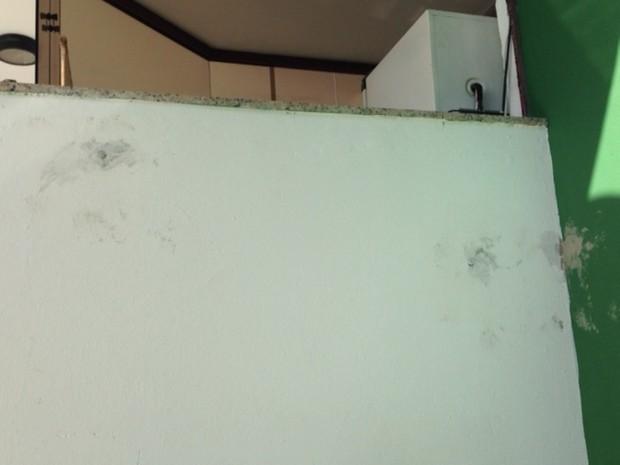 Tiros atingiram guarita do Centro Administrativo de SC (Foto: Naim Campos/RBS TV)