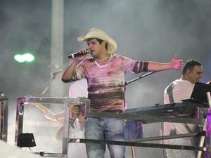 Banda Seu Maxixe leva o sertanejo universitário para o circuito Barra-Ondina (Foto: Ronaldo Silva)